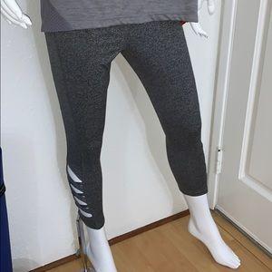 Women's Jockey Modern Weave Capri Medium